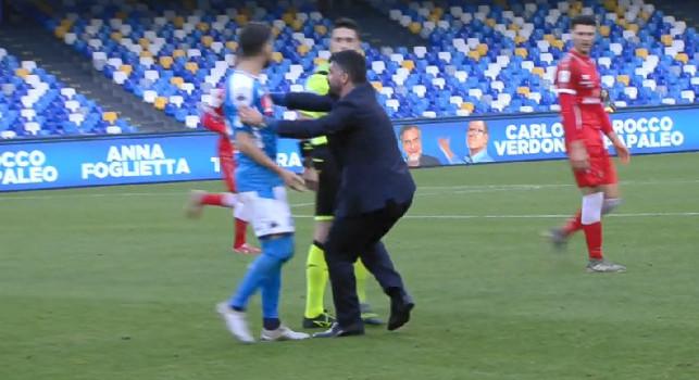 Hysaj continua a protestare con l'arbitro, Gattuso interviene ed allontana l'albanese [FOTO]