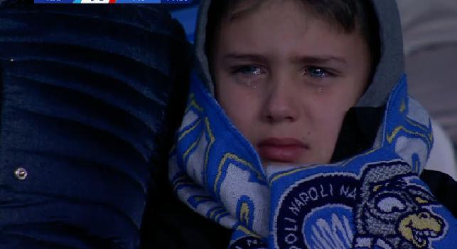 Bambino in lacrime dopo Napoli-Fiorentina, i genitori: Era il regalo per il suo onomastico, ha detto una frase significativa