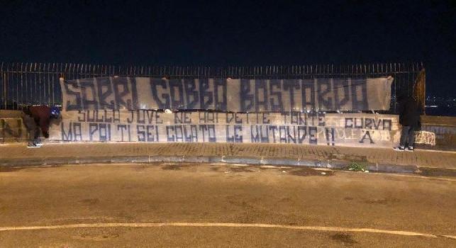 Striscioni anti-Sarri a Napoli, Gazzetta: altro che ironia, aperta un'inchiesta da parte della Digos