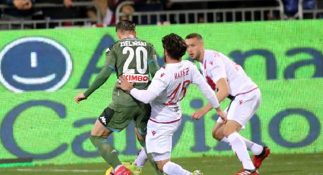 Cagliari-Napoli, al 54' Zielinski impegna severamente Cragno con un tiro da fuori area