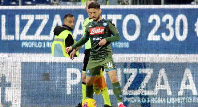RILEGGI LA DIRETTA - Cagliari-Napoli 0-1 (65' Mertens): una magia del belga regala i tre punti, match molto tirato