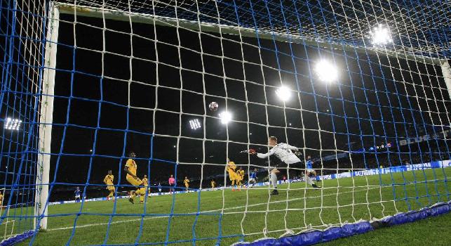 Dall'<i>esplosione</i> di Mertens all'espulsione di Vidal: tutti gli scatti di Napoli-Barcellona [FOTOGALLERY CN24]