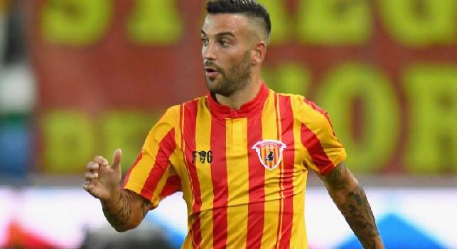 Benevento in vantaggio alla prima occasione, Roberto Insigne raccoglie in area e batte Meret