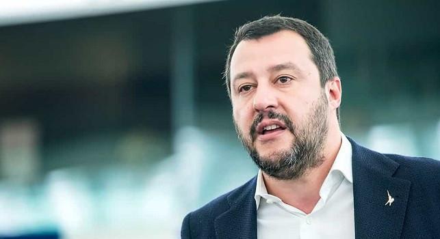 Salvini dopo la visita a Mondragone: Puzzo dopo due ore con quella gentaglia... [VIDEO]