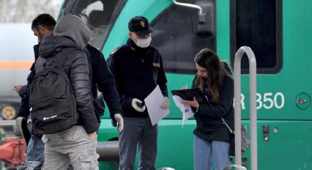 Coronavirus, divieti violati e boom di sanzioni: circa 15 mila multe! «Così si fa ripartire il virus»