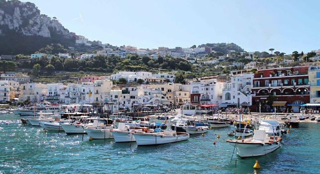 CN24 - Lungo colloquio con De Laurentiis a Capri: Osimhen è tornato in hotel, sensazioni positive ma il giocatore vuole riflettere