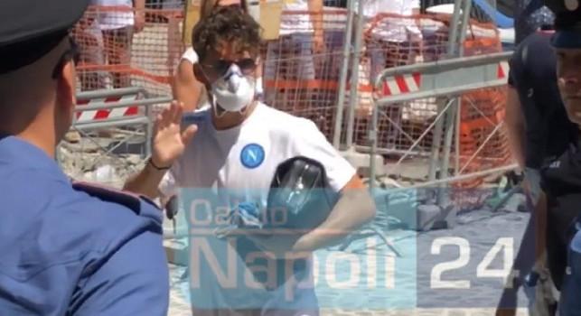 Il Napoli arriva all'hotel Palazzo Caracciolo per il ritiro pre gara: Mertens e Gattuso i più acclamati, Insigne unico a fermarsi per un selfie [FOTO & VIDEO CN24]