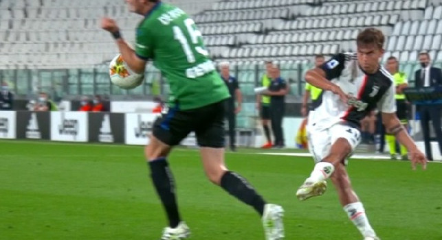 Rigore Juve-Atalanta, la decisione dell'arbitro che fa discutere: il braccio di De Roon non è largo