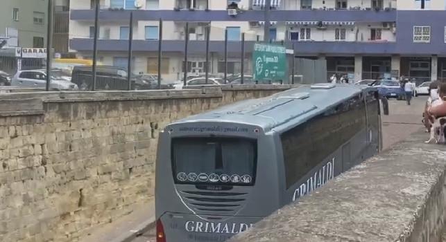 Sportitalia - Dalla rifinitura al San Paolo all'albergo per poi raggiungere l'aeroporto: tutti gli spostamenti di oggi del Napoli [VIDEO]