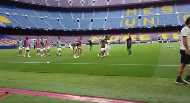 Barcellona-Napoli, in corso il riscaldamento degli azzurri al Camp Nou [VIDEO]