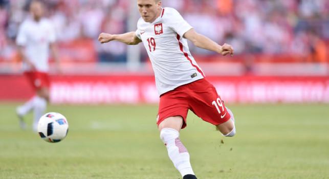 Zielinski show nel ritiro della Polonia: gran gol in allenamento al portiere del Bologna Skorupski [VIDEO]