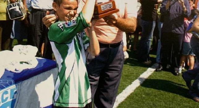 Anniversario Betis Siviglia, Fabian li omaggia con una sua immagine da bambino e la maglia biancoverde 113 anni di storia [FOTO]