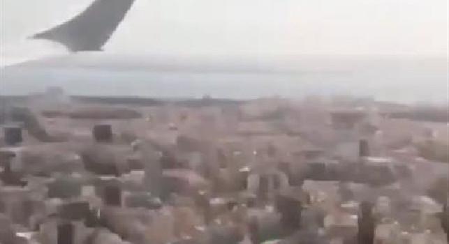 Napoli arrivato a Lisbona: il club azzurro pubblica le immagini dell'atterraggio dell'aereo [VIDEO]