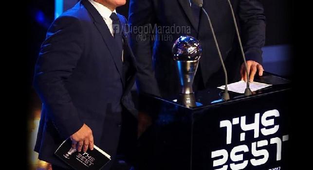 Maradona: Ti ricordi di questo ginocchio? Non l'ha visto nessuno quella notte... Auguri per il tuo compleanno, Fenomeno [FOTO]
