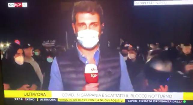Giornalisti di Sky aggrediti e picchiati a Napoli, le immagini integrali dell'accaduto [VIDEO]
