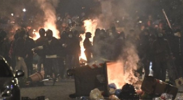 Fanpage - Guerriglia Napoli, dietro gli scontri spuntano ultras, clan storici ed esponenti di estrema destra