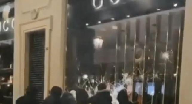 Torino - Manifestazione pacifica sfocia nella violenza, saccheggiato un negozio Gucci [VIDEO]