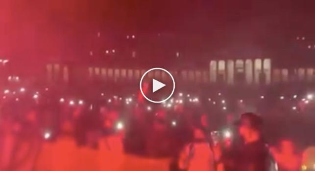 Protesta pacifica a Piazza del Plebiscito, le immagini con musica, torce e coro mettono i brividi [VIDEO]
