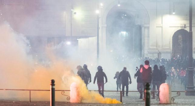 CdM - Ultrà e clan del Pallonetto dietro gli scontri di piazza. La Procura: mille infiltrati