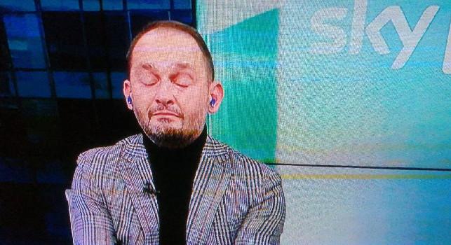 Morte Maradona, Gianluca Di Marzio piange in diretta a Sky: la conduttrice Leonardi è costretta a prendere la parola [FOTO]