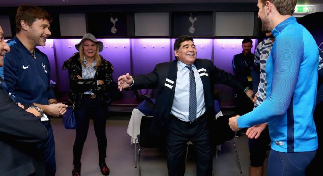 Tottenham, Kane ricorda Maradona: Privilegiato per averlo incontrato, RIP Diego! [FOTO]