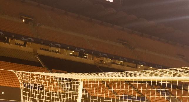 San Siro, dedica a Maradona: sul monitor una sua foto prima di Inter-Real