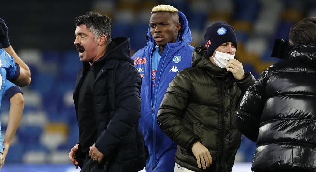 Repubblica - Osimhen ne salta due e torna col Bologna, lunghi i tempi di recupero di tre azzurri: il punto sugli infortunati