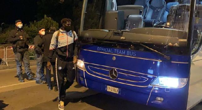 Napoli in ritiro prima del Bologna: la squadra è arrivata all'hotel Britannique [VIDEO]