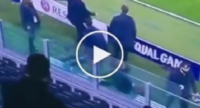 Juventus, Nedved furioso dopo l'ennesima eliminazione in Champions: calcio rabbioso ad un cartellone pubblicitario [VIDEO]
