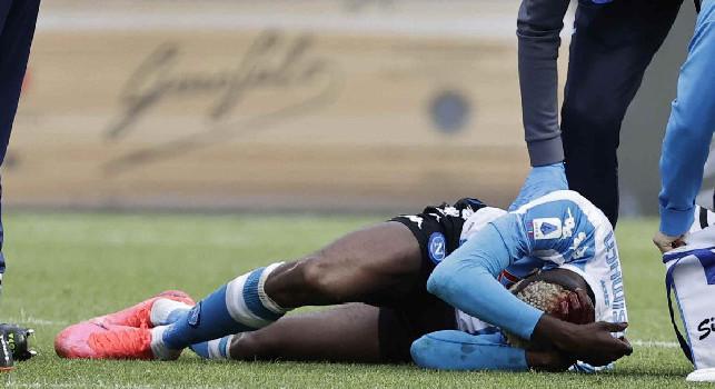 Non vedo l'ora che arrivi la prossima partita, Osimhen ci sarà con lo Spezia: la ferita alla testa suturata con tre punti nello spogliatoio