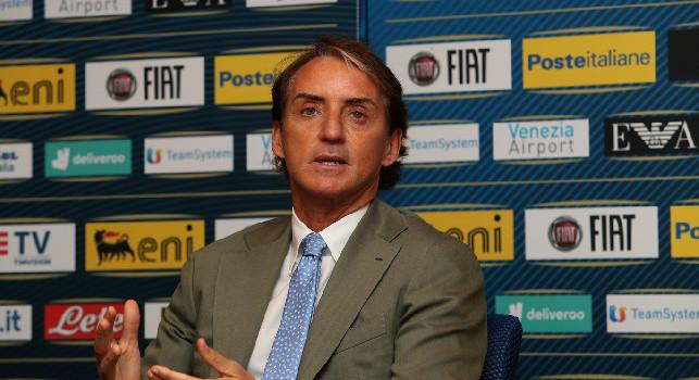 Mancini trascina l'Italia, Repubblica: la sua vita è passata spesso per Napoli, è napoletano il giocatore che segna la profonda rottura tra la Nazionale dello sfascio e questa