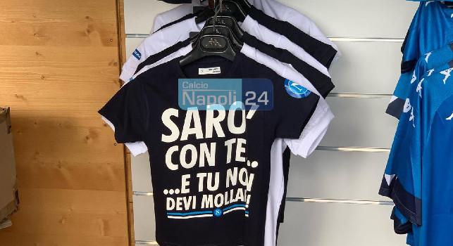 SSC Napoli Store Dimaro, due nuovi prodotti in vendita: spunta la maglia Sarò con te, ecco i prezzi! [FOTO CN24]