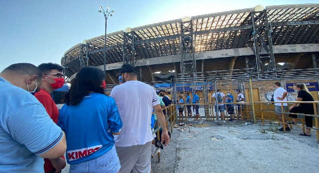Napoli-Cagliari, biglietti in vendita: curve quasi esaurite, bassa disponibilità per Distinti e tribuna Posillipo