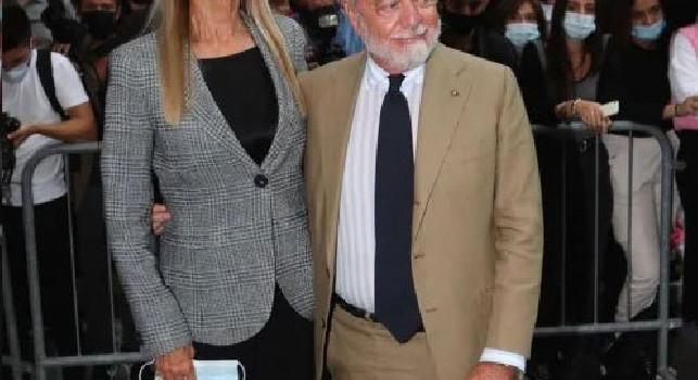 De Laurentiis alla Milano Fashion Week alla sfilata Armani con sua moglie Jaqueline [FOTO]