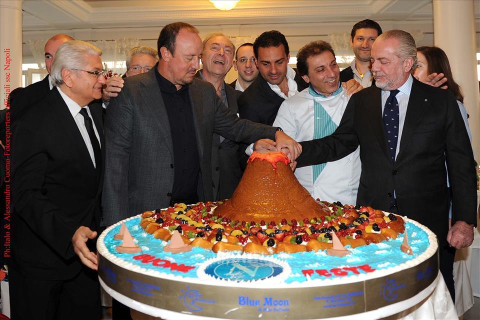 Torta Per Pranzo Di Natale.Fotogallery Pranzo Di Natale Del Napoli Torta Speciale